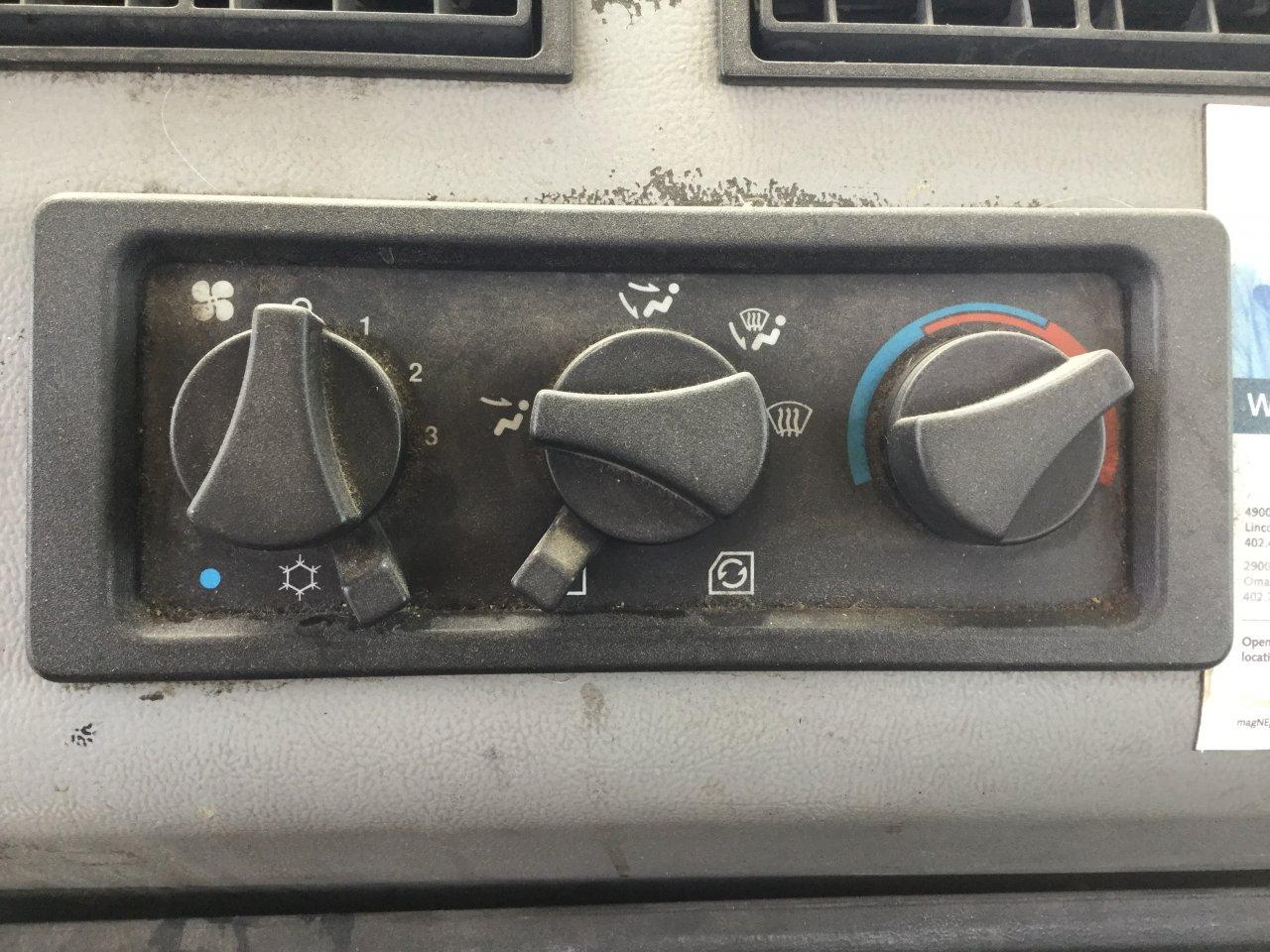 FREIGHTLINER FL70 Heater & AC Temperature Control