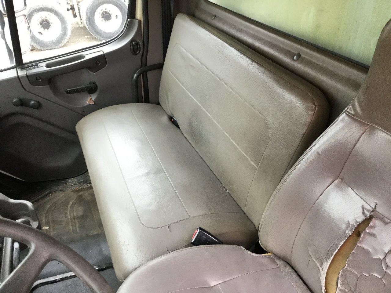 FREIGHTLINER M2 106 Seat, non-Suspension