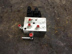 NEW HOLLAND L218 Hydraulic Valve
