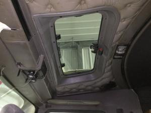 KENWORTH T800 Roof Glass
