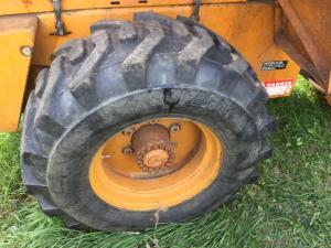CASE W11 Tire and Rim