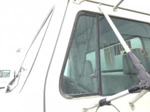 INTERNATIONAL 4700 Door Vent Glass