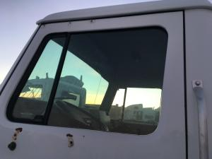 INTERNATIONAL 4700 Door Glass