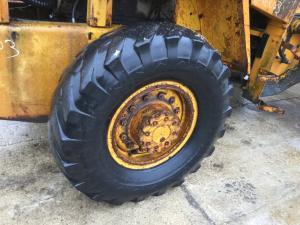 CASE W18 Tire and Rim