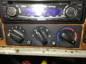 PETERBILT 386 Heater & AC Temperature Control