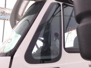 INTERNATIONAL 8600 Door Vent Glass