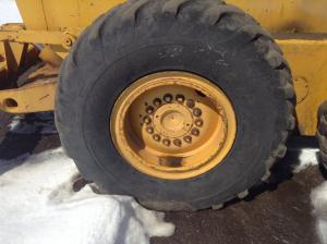 JOHN DEERE 770 Tire and Rim