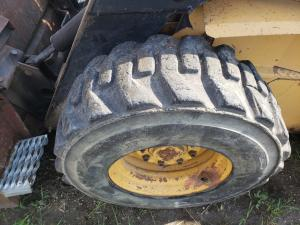 NEW HOLLAND LX885 Tire and Rim