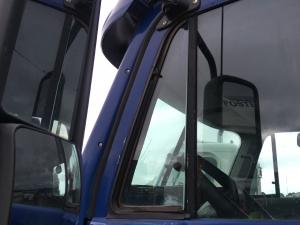 FREIGHTLINER COLUMBIA 120 Door Vent Glass