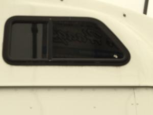 INTERNATIONAL 9400 Window
