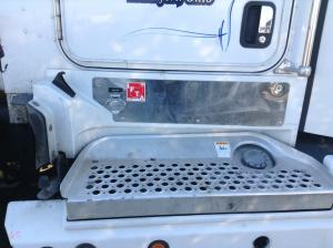KENWORTH T600 Step (Frame, Fuel Tank, Faring)