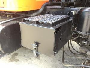 INTERNATIONAL 4900 Battery Box