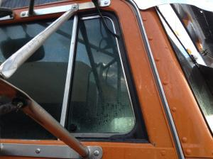 PETERBILT 379 Door Vent Glass
