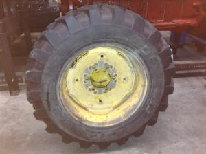 GEHL 4615 Tire and Rim