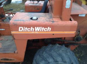 DITCH WITCH 4010 Fender