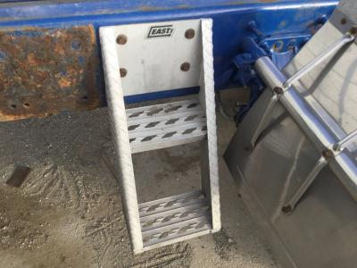 VOLVO VNL Step (Frame, Fuel Tank, Faring)