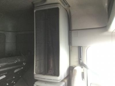 FREIGHTLINER COLUMBIA 120 Cabinets