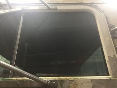 PETERBILT 357 Door Glass