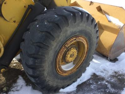 INTERNATIONAL 530 Tire and Rim