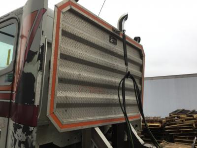 FREIGHTLINER COLUMBIA 120 Cab Protector
