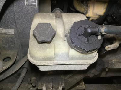 FREIGHTLINER COLUMBIA 120 Power Steering Resevoir