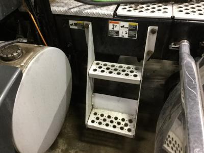 KENWORTH T660 Step (Frame, Fuel Tank, Faring)