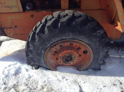 CASE W14FL Tire and Rim