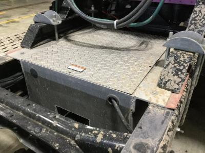 INTERNATIONAL 9200 Battery Box