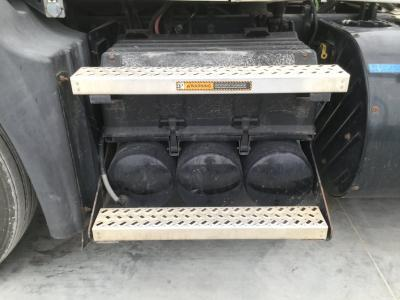MACK CXU613 Battery Box