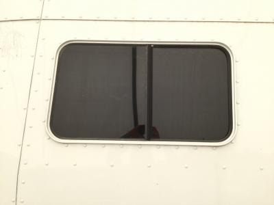 PETERBILT 386 Window