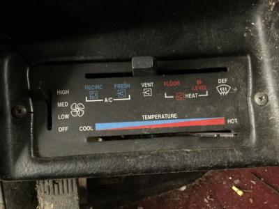 PETERBILT 379 Heater & AC Temperature Control