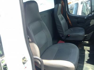 FREIGHTLINER M2 106 Seat, non-Suspension