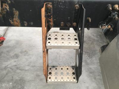 FREIGHTLINER COLUMBIA 120 Step (Frame, Fuel Tank, Faring)