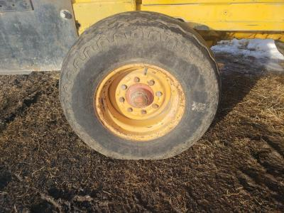CASE 586 Tire and Rim