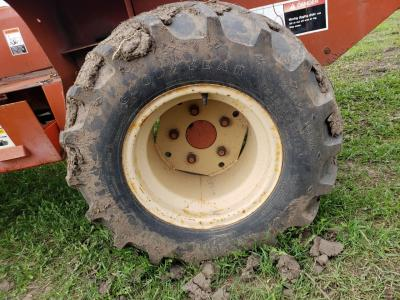 DITCH WITCH R40 Tire and Rim