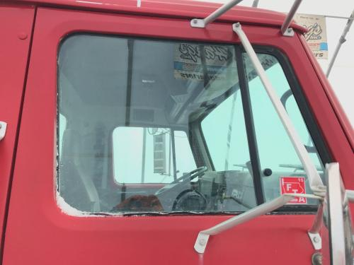 International 8100 Door Glass