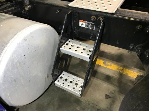Freightliner CASCADIA Step (Frame, Fuel Tank, Faring)