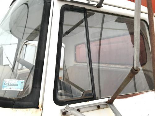 International 1600 LOADSTAR Door Vent Glass